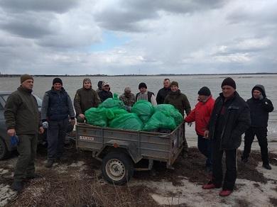 Чорноморським рибоохоронним патрулем зібрано понад 200 мішків сміття з берегів водойм області